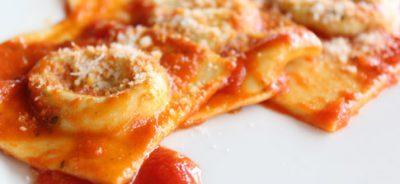 942013-1328-Ravioli-ricotta-spinaci-al-pomodoro